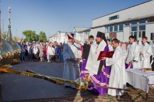 22 августа 2015 г. Епископ Покровский и Николаевский Пахомий совершил чин освящения куполов и крестов строящегося храма.