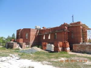 2012–2013 г. Продолжилось возведение стен храма.