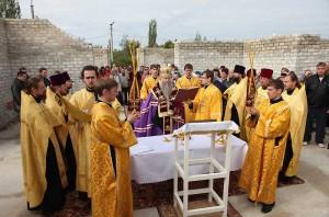 28 сентября 2011 г. Епископ Саратовский и Вольский Лонгин совершил Чин основания храма.